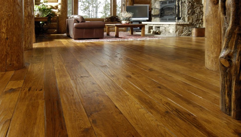 Varying width distressed hardwood floors